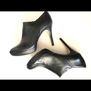 Vince Camuto Elvin Bootie in Black Nappa size 8M